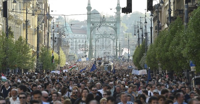 Hungary: Parliament to rush bill targeting Soros school