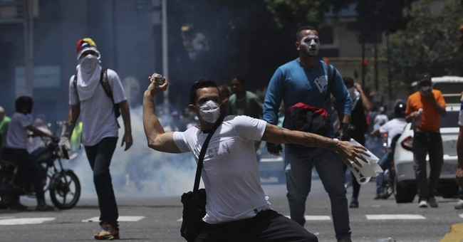 Police fire pepper spray at opposition march in Venezuela