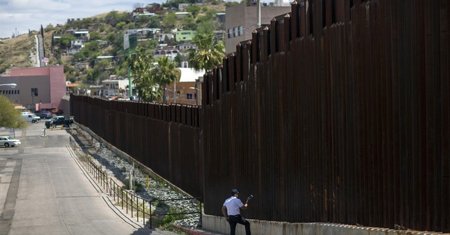 Immigration arrests at Mexican border continue to plummet