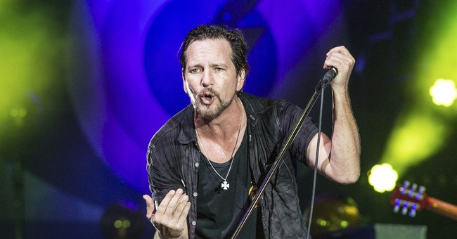 The Latest: Pearl Jam is inducted into Rock Hall