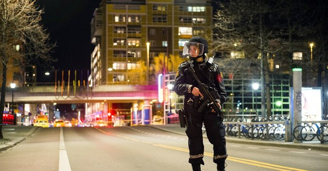 Norway police defuse explosive device, arrest suspect