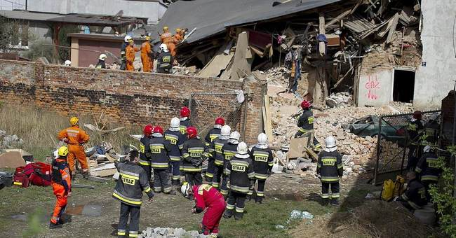 Polish PM vows aid to survivors of apartment collapse