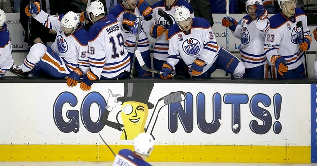 Aw: Watch The Crowd At An Edmonton Oilers Game Sing The American National Anthem