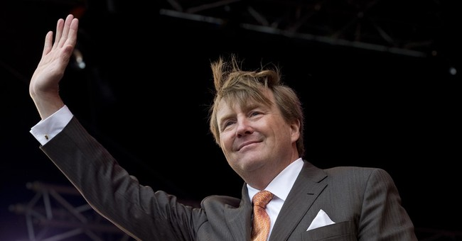Apparently The Dutch King Has Secretly Been A Commercial Airline Pilot For Over Two Decades
