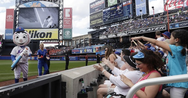 Chris Christie booed after catching a foul ball at Mets game