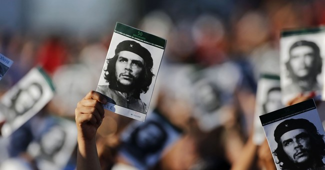 Riots Allegedly Against 'Racism' and 'Police Brutality' Feature Che Guevara