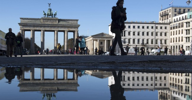 Thousands of Mask-less Demonstrators in Berlin Protest COVID-19 Restrictions