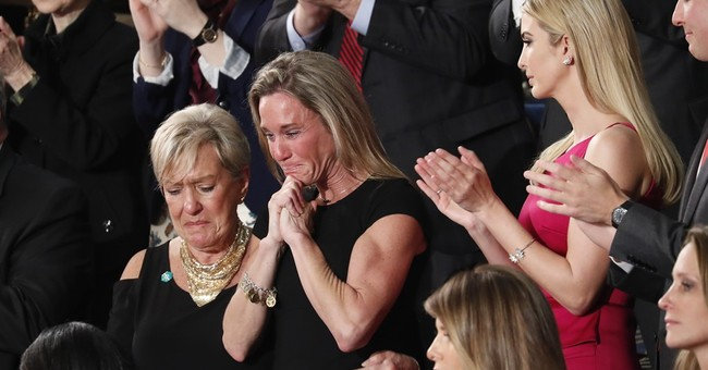 Sorry Liberals, Ellison and DWS Remained Seated During Roughy Two-Minute Standing Ovation Honoring Fallen Navy SEAL's Widow