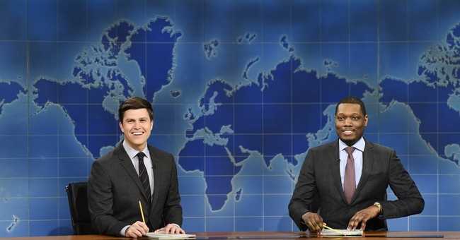 """An SNL """"Weekend Update"""" Anchor's Grandma Passed From COVID-19 -- Now He's Helped 160 of Her Neighbors"""