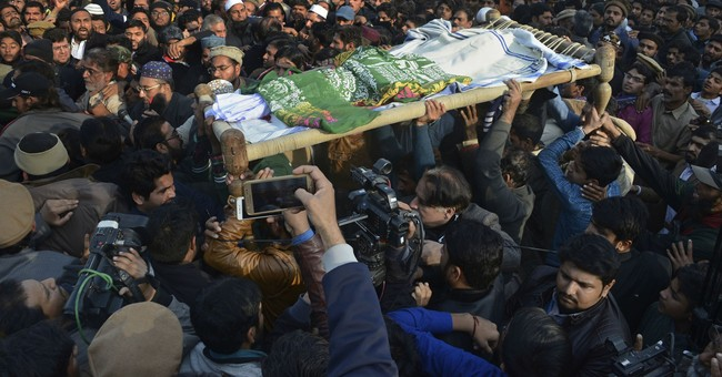 Pakistani father of slain girl blames police for slow action