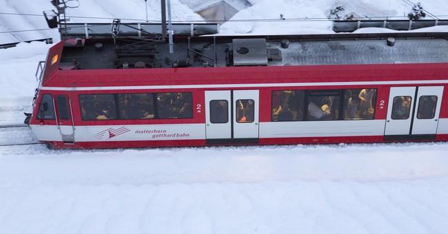 After 2-day halt, trains to snowbound Swiss town resume