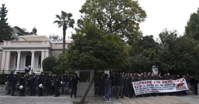 Greece: austerity protesters reach prime minister's office