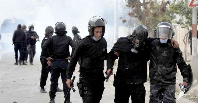 Hundreds arrested as violent protests spread across Tunisia