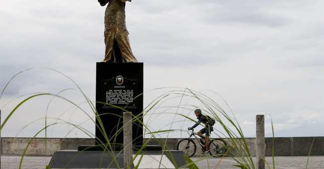 Women ask Philippine leader to keep 'sex slave' statue