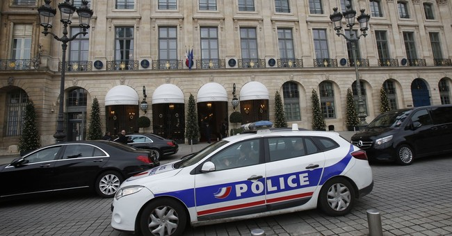 Police hunt for thieves after botched Ritz robbery in Paris