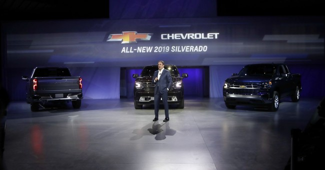 Redesigned Chevy Silverado pickup loses weight, gains size