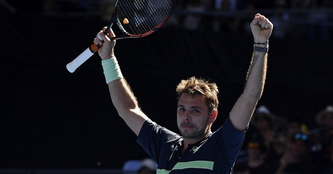 The Latest: Defending champion Federer wins in 1st round