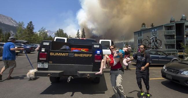 New wildfire erupts near Colorado ski resorts, houses