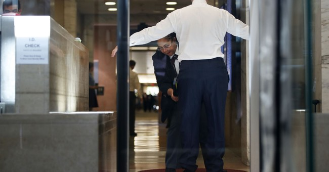 U.S. judge sends Manafort to jail pending trial