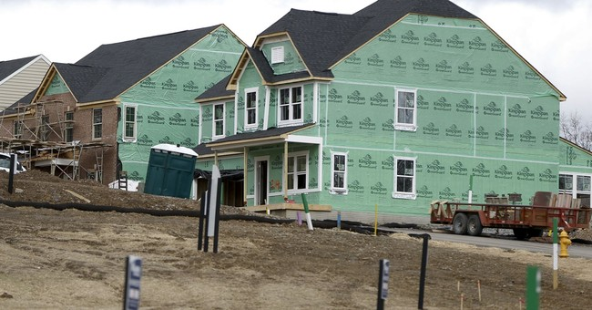 US homebuilder sentiment slips; outlook remains positive