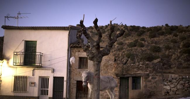 AP PHOTOS: Horses leap through fire in old Spanish festival
