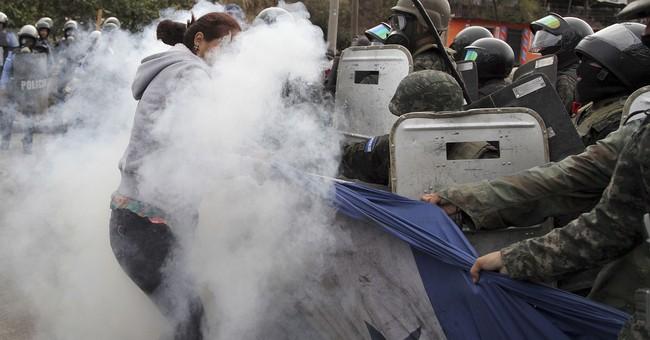 Protesters, police clash at roadblocks in Honduras