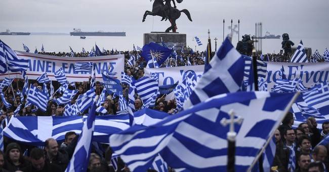 Greek, Macedonian leaders to meet despite protests