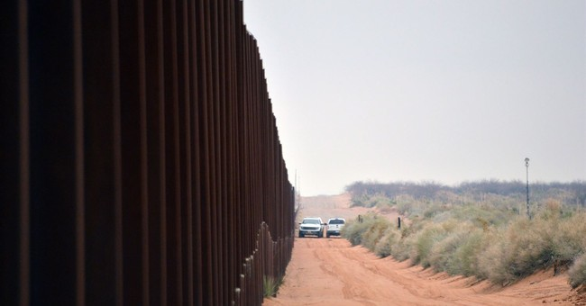 Feds move to replace US border barriers in New Mexico