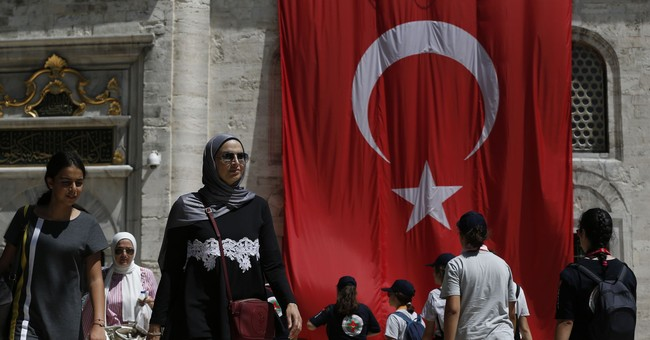 US, Europe stocks fall on Turkish lira concerns