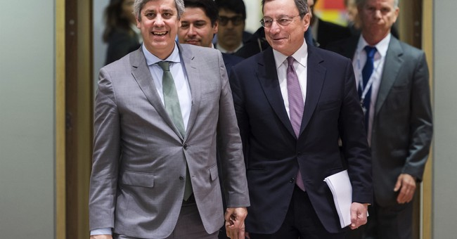 Euro holds at 3-year high as attention turns to Draghi