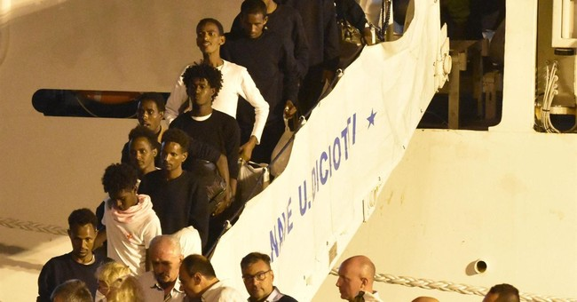 Italy disembarks stranded migrants, Interior Minister under investigation