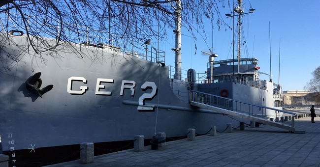 Captured USS Pueblo displayed as N. Korean propaganda prize