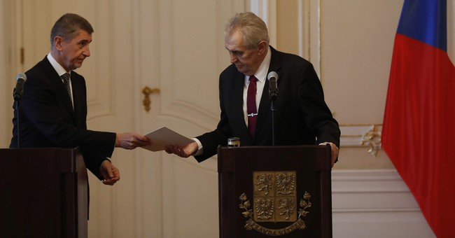 Czech government resigns after losing confidence vote