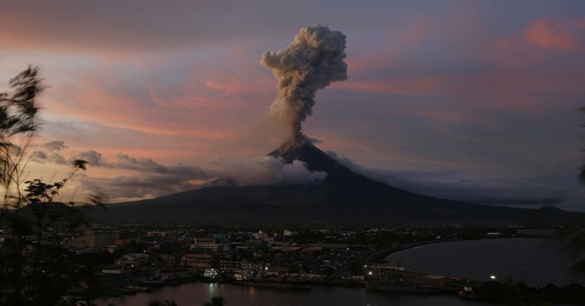 Philippines warns powerful volcanic eruption may still come