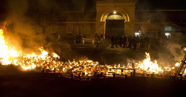 French justice minister meets unions over prison blockades