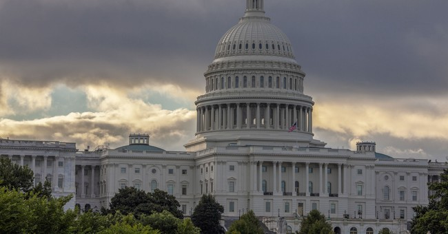 Congress passes spending deal, bids to avert gov't shutdown
