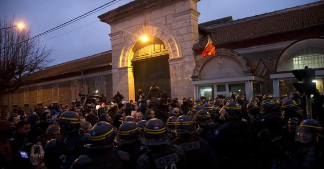 France: Guards' union OKs plan to address prison protests