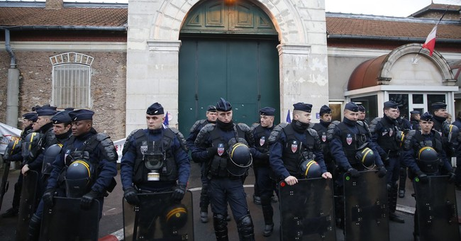 France: Guards' union OKs plan to address prison protests