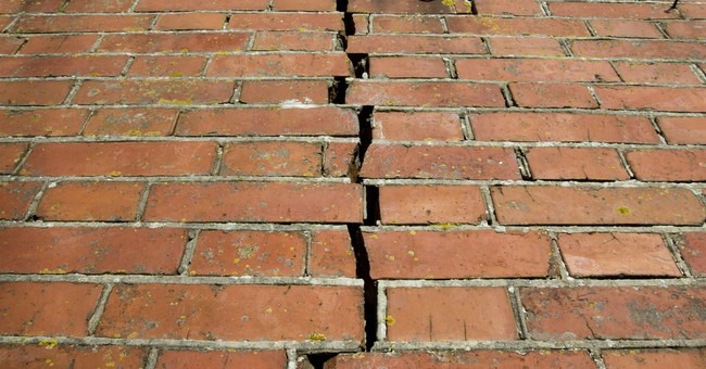 Dutch watchdog urges slash to gas extraction to limit quakes