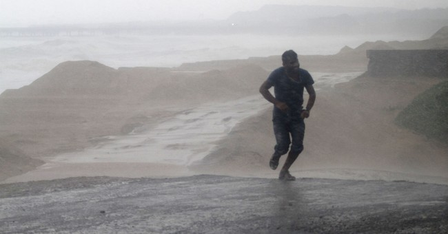 9 dead after severe cyclone hits eastern Indian coast