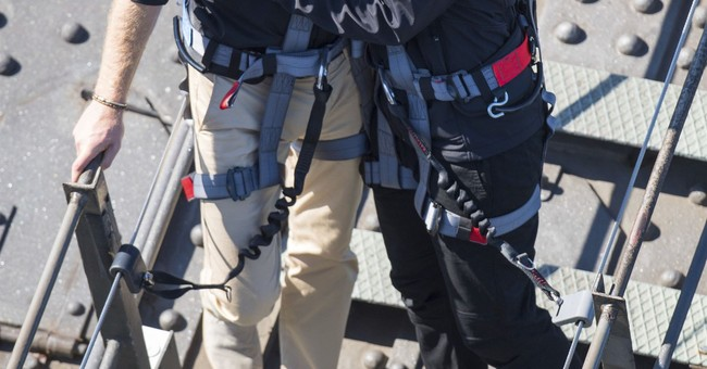 Prince Harry climbs Sydney Harbour Bridge in 13 minutes