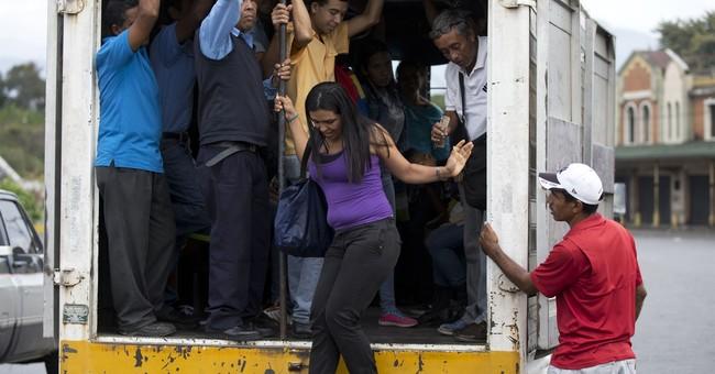 Venezuelans 'loot to eat' amid economic tailspin