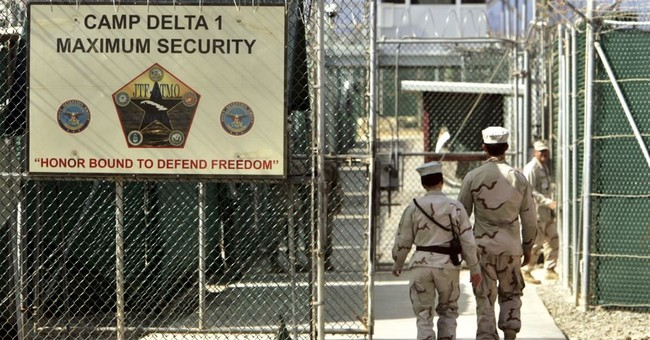 Trump signs order to keep Guantanamo military prison open