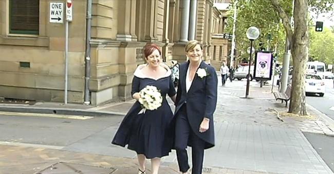 Aussie anti-gay marriage opponent attends same-sex wedding