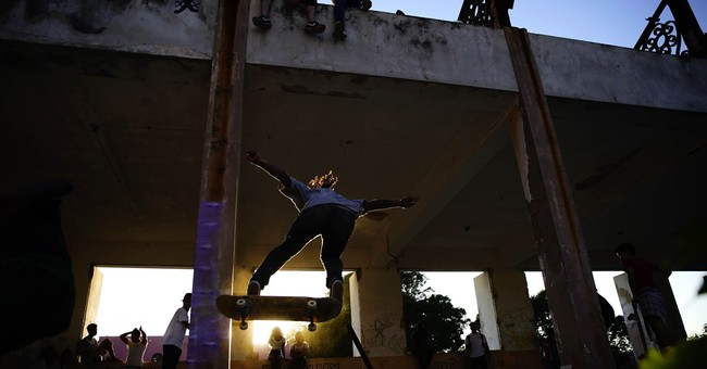 AP PHOTOS: Cuba skateboarders find new place to rip and roll