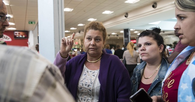 Hundreds stuck in DR airport after airline suspended