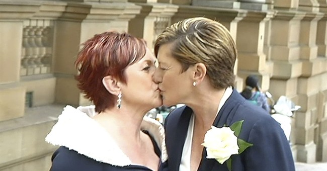 Aussie anti-gay marriage opponent attends same-sex wedding