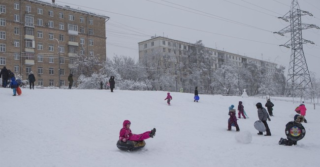 Massive snowstorm delays flights, cancels school in Moscow