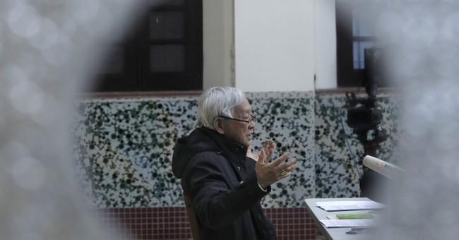 Hong Kong cardinal warns against Vatican-China deal