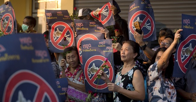 Thai protesters urge military rulers to give up power